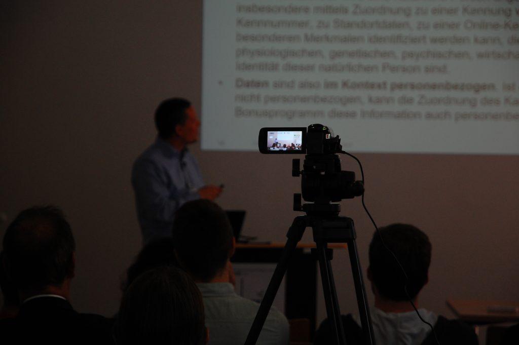 Videokamera nimmt Vortrag auf